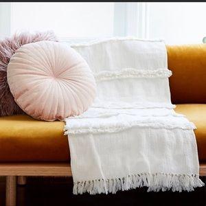 Uncommon James 🆕 100% Cotton Fringe Throw